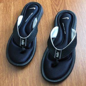 cf9c2953e2bb Women s Nike Comfort Thong Sandals on Poshmark